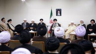 دیدار علی خامنهای، رهبر جمهوری اسلامی با رئیس و نمایندگان مجلس خبرگان رهبری
