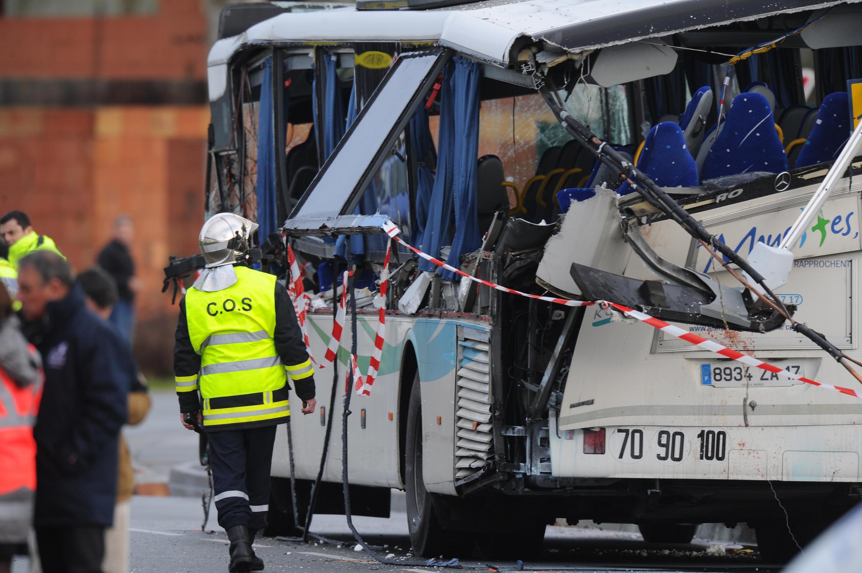 Шесть детей погибли в результате ДПТ с участием школьного автобуса, Рошфор, 11 февраля 2015 г.