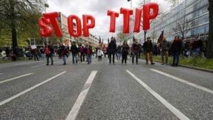 A demonstration against TTIP in Hanover en Allemagne during barack Obama's visit to Germany on 23 April