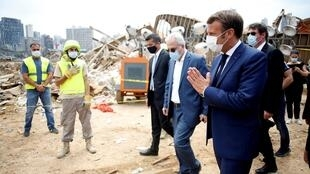 Macron visita Beirute onde a população está sob choque após explosões