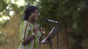 « Le Ventre de l'Atlantique » de Fatou Diome, présenté le 20 juillet lors de la 5e édition des lectures RFI « Ça va, ça va le monde ! » au Festival d'Avignon. Ici avec Awa Sene Sarr. Adaptation et mise en lecture : Florence Minder.