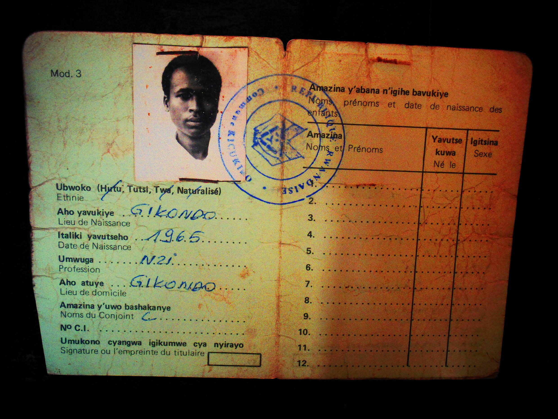 Руандийский паспорт до 1994 года с графой этноса