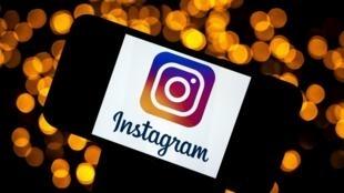 El logo de la red social Instagram, en la pantalla de un móvil