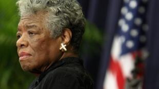 La poétesse et militante Maya Angelou lors d'un homage à Desmond Tutu à Washington, le 21 novembre 2008. Elle est décédée le 28 mai 2014.