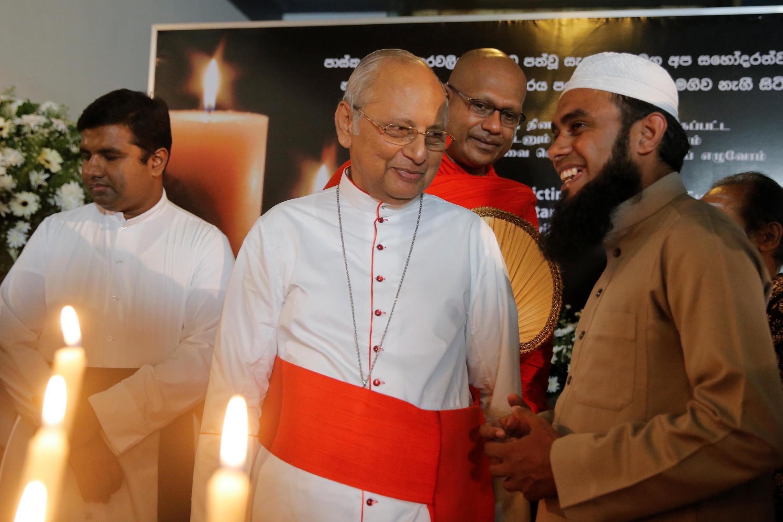 Leaders religieux sri-lankais chrétiens, bouddhistes et musulmans ont montré l'existence de la concorde, dimanche 28 avril 2019 à Colombo, une semaine après les attentats de Pâques.