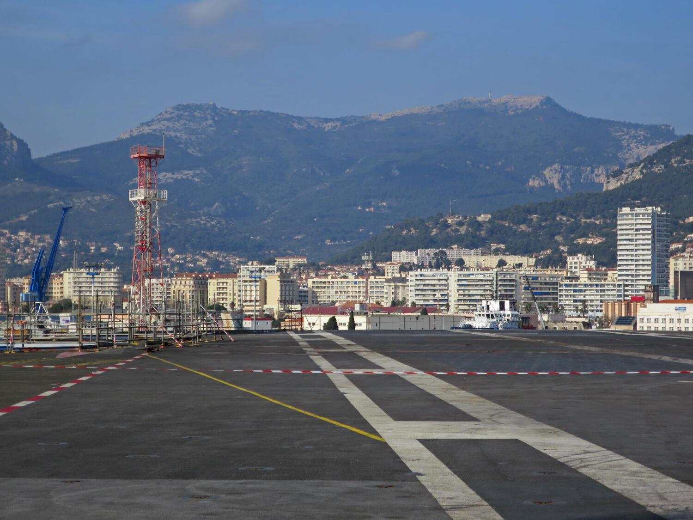 A cidade de Toulon, no sul da França, onde um homem foi detido após jogar da janela de seu apartamento uma cabeça decapitada dentro de uma caixa.