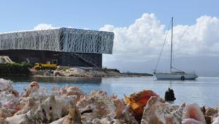Le Centre caribéen d'expressions et de mémoire de la traite et de l'esclavage de Pointe-à-Pitre est situé sur un site symbolique, celui de l'ancienne usine sucrière Darboussier.