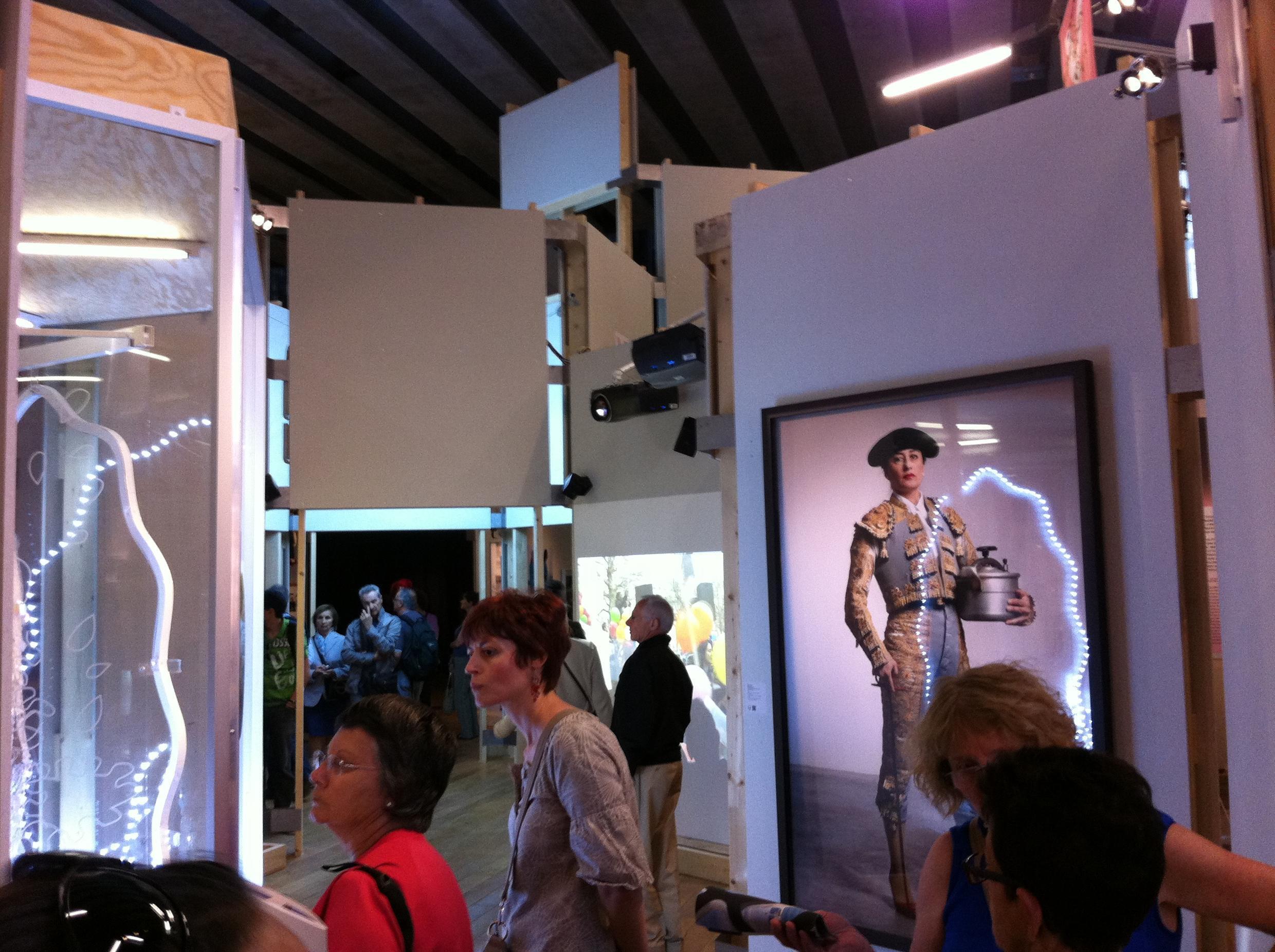 Vue de l'exposition « Au Bazar du genre – féminin, masculin en Méditerranée » au MuCEM.