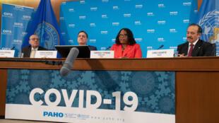 """El subdirector de la Organización Panamericana de la Salud (OPS), Jarbas Barbosa, insistió en que solo se puede confiar en las vacunas administradas por las autoridades sanitarias porque sólo éstas tienen la garantía de ser """"seguras y eficaces"""""""