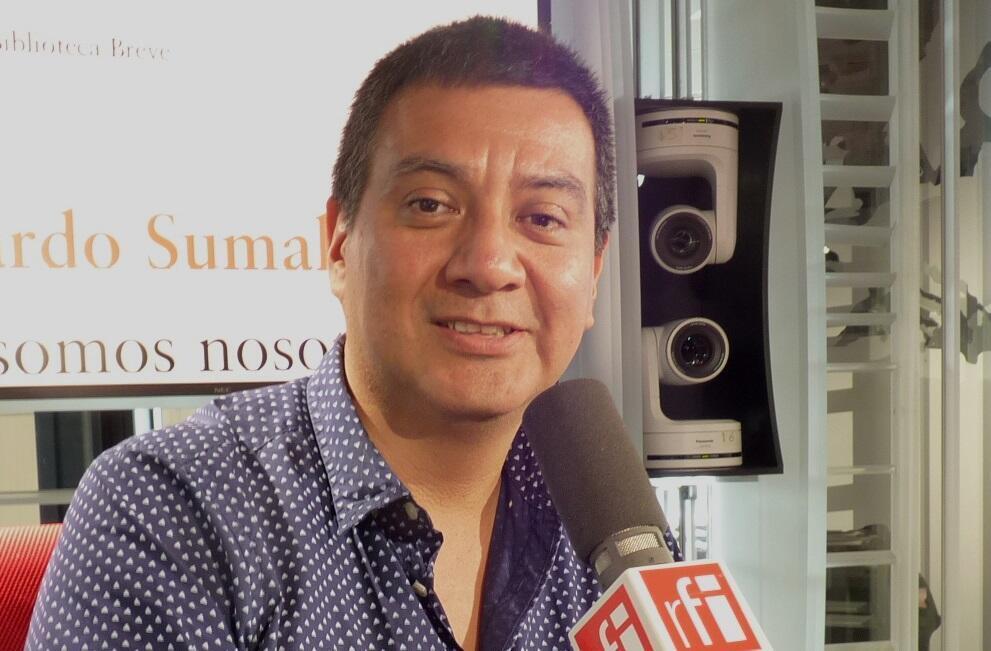 Ricardo Sumalavia en los estudios de RFI