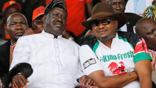 Kinara wa upinzani Raila Odinga (Kushoto) akiwa na katibu mkuu wa chama cha KANU, wanaituhumu Serikali kuwafanyia rafu