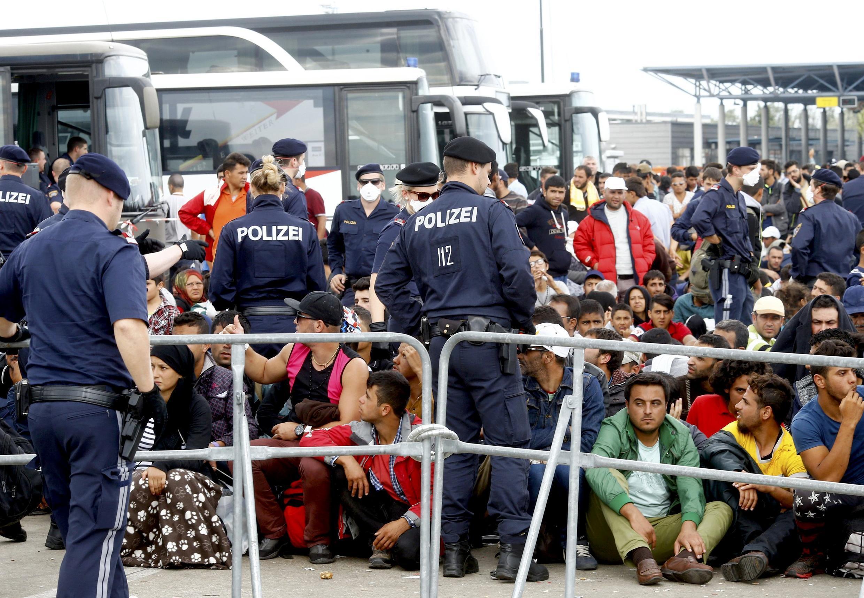 Мигранты на австрийско-венгерской границе, 14 сентября 2015.