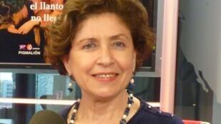 Luisa Ballesteros en los estudios de RFI