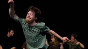 O Theater HORA, grupo de teatro profissional suíço formado por deficientes mentais é uma das revelações esse ano do Festival de Avignon.