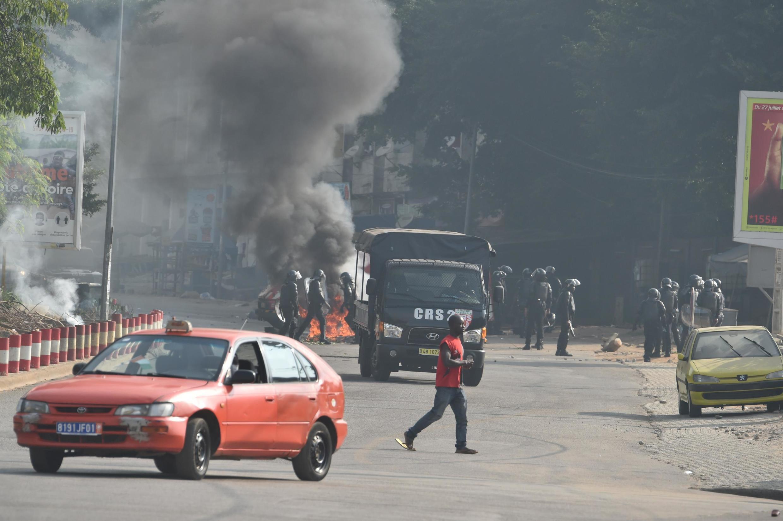 Les affrontements entre forces de l'ordre et manifestants ont été réprimés avec violence, provoquant la mort de plusieurs personnes.