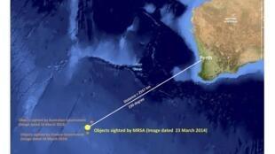 马来西亚Malaysian Remote Sensing Agency (MRSA) 3月23日在南印度洋海空拍摄漂浮物的照片。