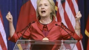 Hillary Clinton trong chương trình vận động tranh chức ứng viên Tổng thống của đảng Dân chủ.
