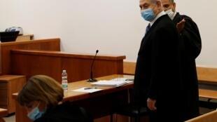 El primer ministro israelí Benjamin Netanyahu en el inicio de su juicio por corrupción, en el Tribunal de Distrito de Jerusalén el 24 de mayo de 2020.