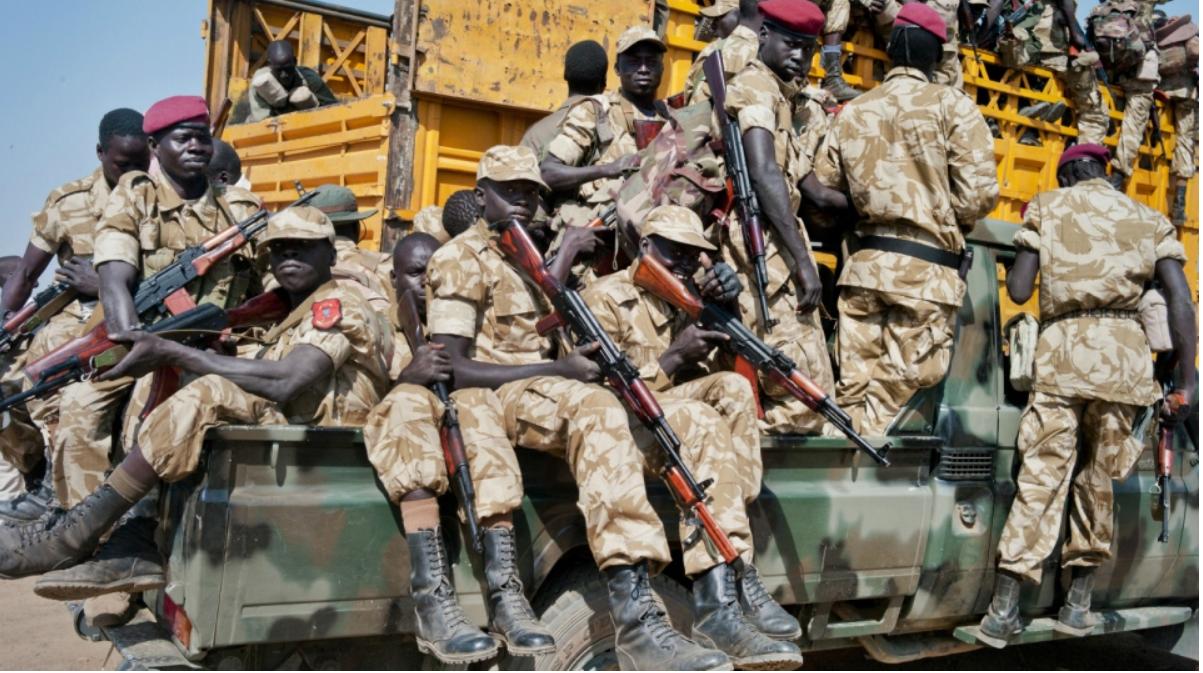 Vikosi vya Riek Machar wakiwa juu la Lori