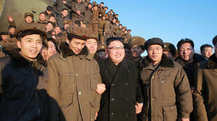 Лидер Северной Кореи Ким Чен Ын в окружении военных