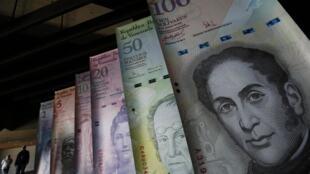 Los venezolanos podrán comprar hasta 300 dólares por día en casas de cambio  a un precio fijado por el mercado.