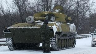 Canon autopropulsé de 122 mm non identifié sur une route entre Lougansk et Donetsk, le 1er décembre 2014.