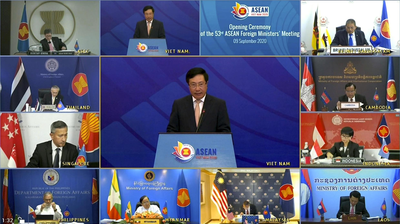 Ngoại trưởng Việt Nam Phạm Bình Minh phát biểu tại buổi khai mạc hội nghị các ngoại trưởng ASEAN ngày 09/11/2020. Ảnh chụp từ màn ảnh truyền hình.