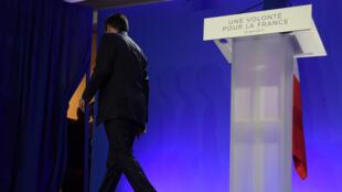 François Fillon, candidat de la droite et du centre à la présidentielle 2017, a assumé la responsabilité de la défaite au premier tour, lors de son discours au QG de campagne, à Paris, le 23 avril 2017.