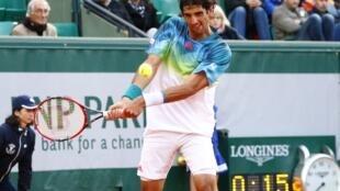 Thomaz Bellucci durante confronto com o francês Richard Gasquet no torneio de Roland Garros.