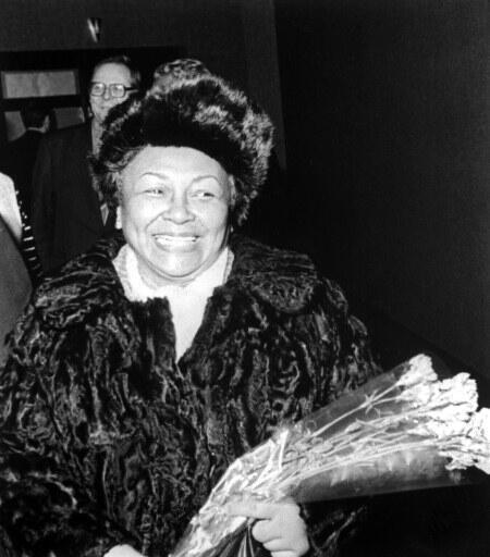 Giselle Rabesahala, à son arrivée à l'aéroport de Moscou pour participer au 27e congrès du PCUS, 1986