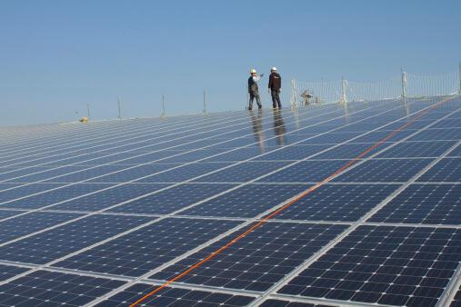 Một dự án điện mặt trời đang xây dựng tại Sénégal. Ảnh minh họa.