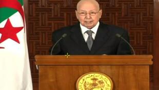 Le président algérien par intérim Abdelkader Bensalah s'adressant à la télévision nationale le 3 juillet 2019.