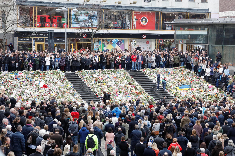 Os suecos observaram hoje um minuto de silêncio ao meio - dia, em Estocolmo.