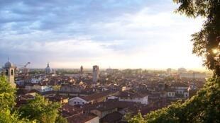 1024px-Tramonto_su_Brescia_(Foto_Luca_Giarelli)