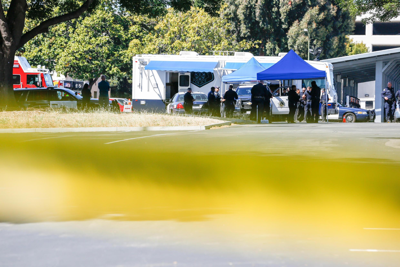 Paramédicos en la escena de un tiroteo en el que murieron nueve personas, incluido el atacante, en San José, California, el 26 de mayo de 2021