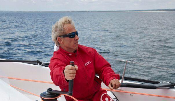 獲得嬌韻詩風格環境獎(Le Prix  Clarins Styles Environment)的法國航海家茹爾丹
