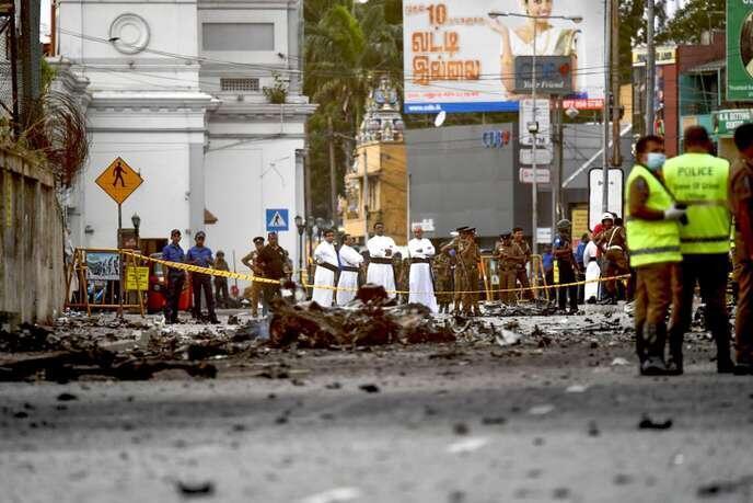 斯里兰卡连环爆炸案后一个遭恐袭教堂前的惨景      2019年4月22日