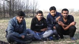 Originaires du Pakistan, d'Inde et du Bangladesh, ces réfugiés tentent à tout prix de rejoindre l'UE par le nord de la Serbie.