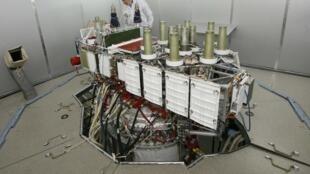Спутник ГЛОНАСС на испытательном стенде в Железногорске 08/04/2013 (архив)