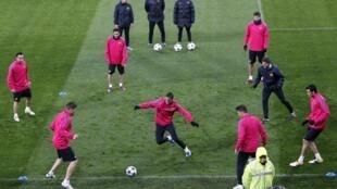 Treino do Barcelona antes do jogo contra o Shaktior Donestk