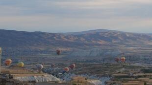 Balões sobrevoam a região da Capadócia.