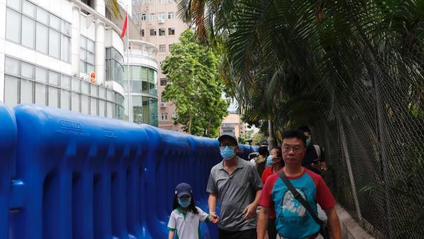 Désormais, le drapeau chinois flotte devant le bâtiment hongkongais qui servira de bureau de sécurité nationale.