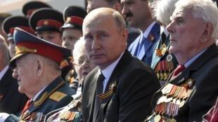 Le président russe Vladimir Poutine, lors des célébrations du 75e anniversaire de la victoire sur les Nazis à Moscou, le 24 juin 2020.
