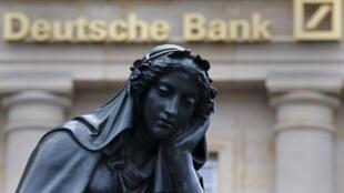 L'action de la Deutsche Bank, a perdu 9 % hier, 40 % de sa valeur en un an.