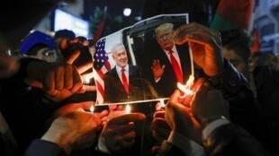 به غیر از واکنش بسیار تند طرفهای فلسطینی، این طرح با انتقاد های بسیار شدید برخی از کشورها و سازمان ها مانند ترکیه، ایران، اردن، اتحادیه عرب و سازمان عفو بین الملل روبرو شده است.