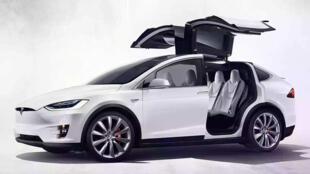 圖為特斯拉一款電動汽車廣告圖