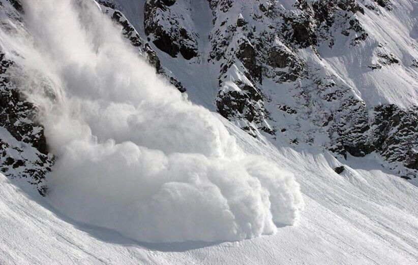 بارش سنگین برف، سرما و کولاک افرون بر سقوط بهمن در ارتفاعات شمال تهران در روز جمعه باعث جانباختن  دست کم هشت کوهنورد و مفقود شدن یازده نفر دیگر شده است