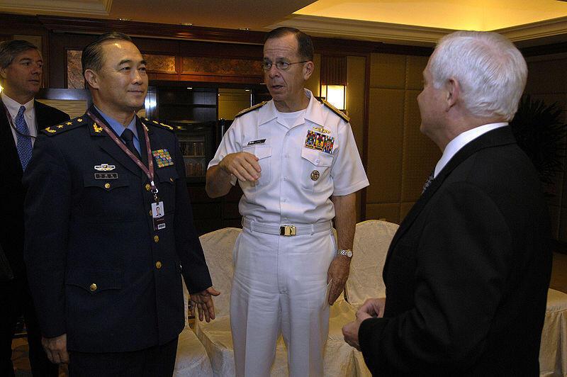 Tướng Trung Quốc Mã Hiểu Thiên (trái) trong một lần gặp gỡ Bộ trưởng Quốc phòng Hoa Kỳ Robert Gates (phải).