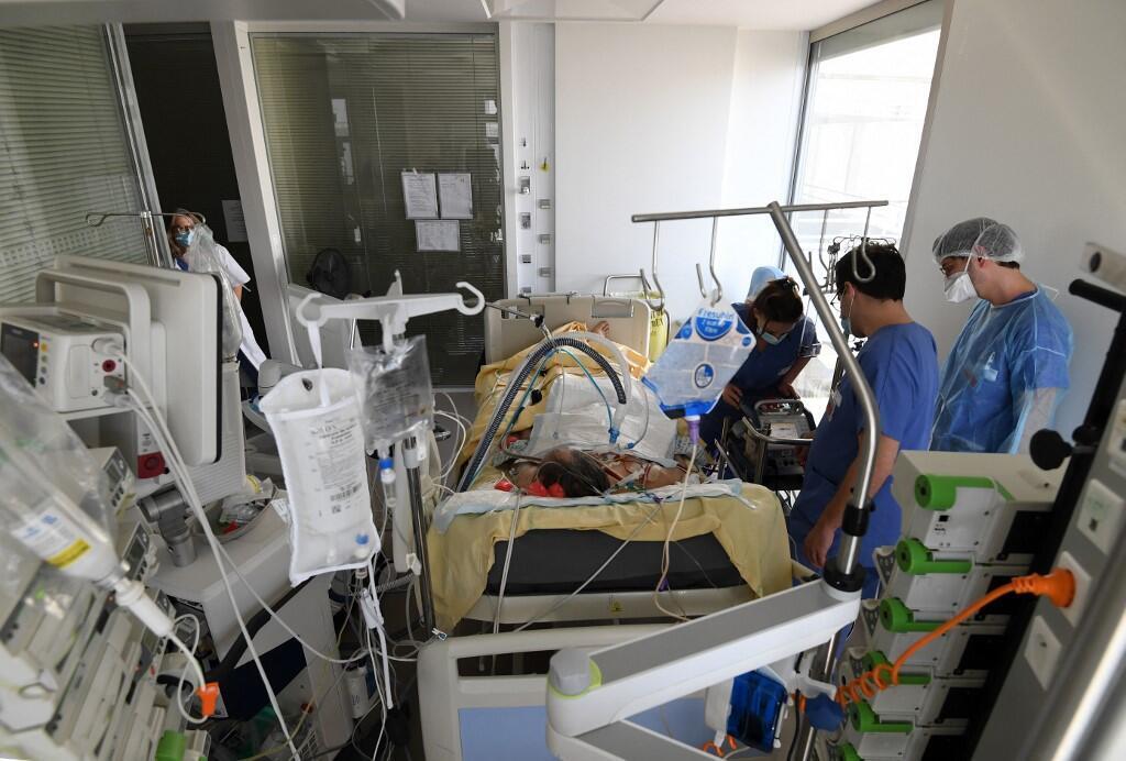 Unité de soins intensifs à l'hôpital Ambroise Paré, à Boulogne-Billancourt, près de Paris (image d'illustration).