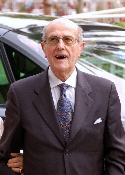 Aos 105 anos, o diretor português Manoel de Oliveira inicia filmagem no Porto.